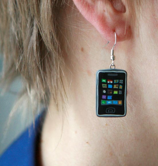 3g-iphone-earrings_1