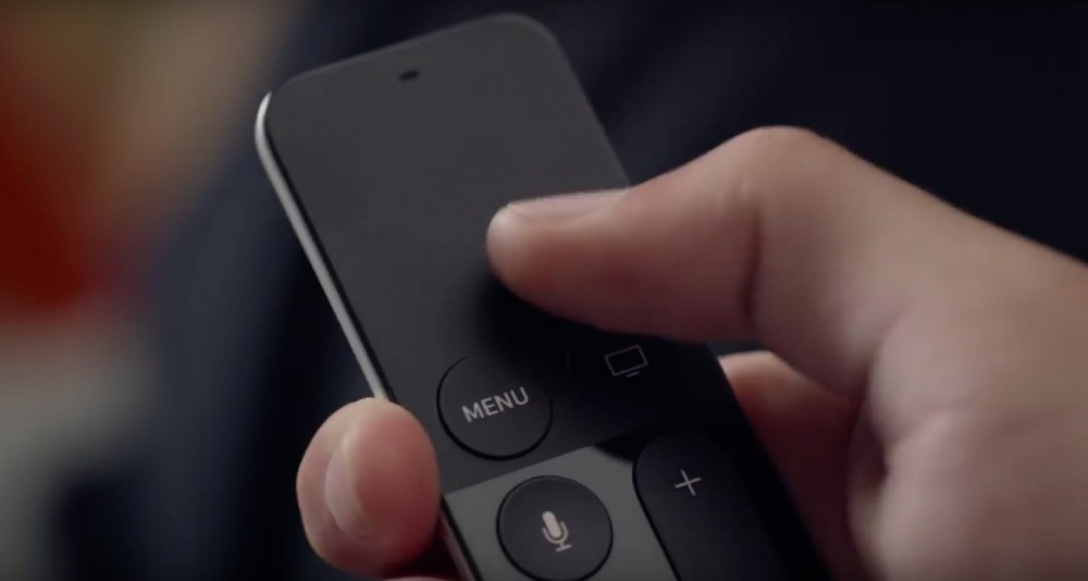 Apple-TV-Siri-Remote-in-hand-image-003