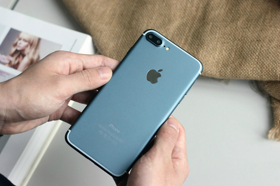 blue-iphone-7-plus-screen-turned-on-1-1