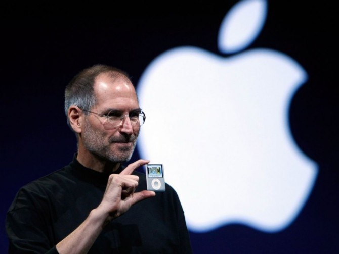 GTY_steve_jobs_ipod_mar_140422_4x3_992